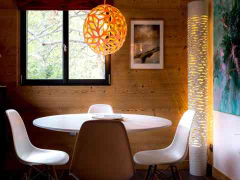 Beautiful Dining Table And Modern Light Design