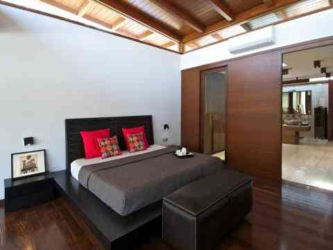 Bedroom Attached Luxury Bathroom Design