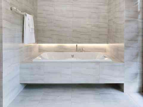 Marble Bathroom And Bathtub Design